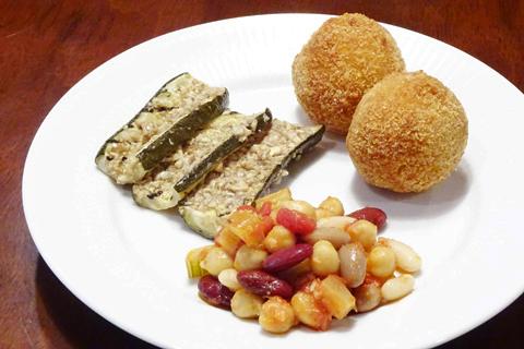 アランチーニとマリネと豆料理