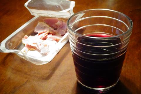 赤ワインと鴨の燻製